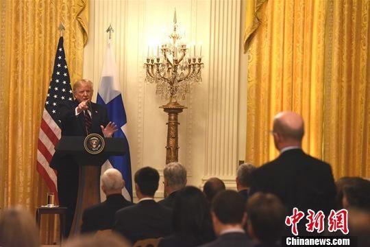 """当地时间10月2日,美国总统特朗普在白宫抨击对他的弹劾调查,称他与乌克兰总统泽连斯基的通话是""""完美""""的,国会民主党所为是一场""""最大的骗局""""。中新社记者 陈孟统 摄"""