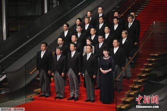 资料图:日本首相安倍晋三9月对内阁再次进行改组后,新内阁亮相。