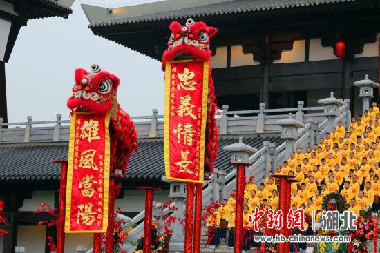 海外华人带来南狮表演《狮醒东方》 牛运洪 摄