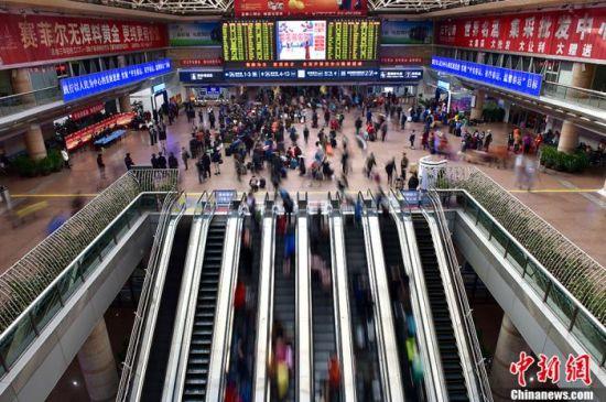 资料图:北京西站候车大厅。中新网记者 金硕 摄