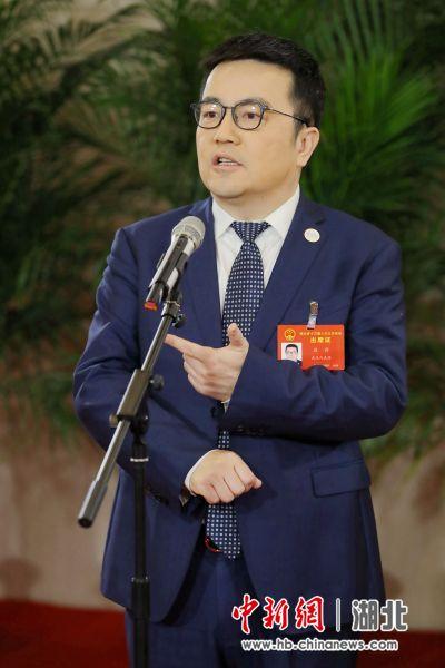 湖北省人大代表、长飞光纤光缆股份有限公司执行董事兼总裁庄丹