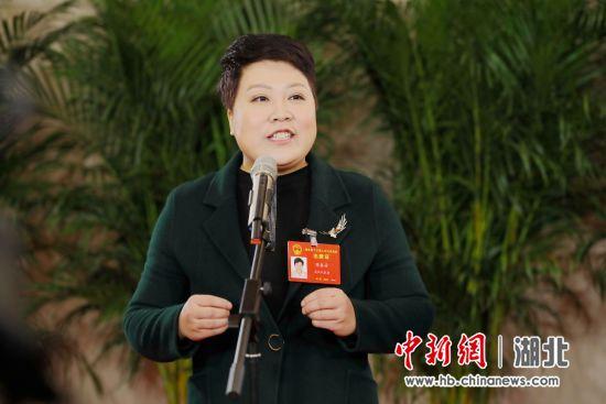 湖北省人大代表、武汉市汉阳区陈春芳社会工作服务站主任陈春芳