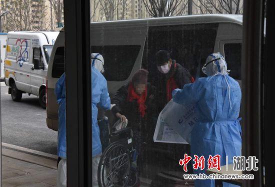泰康同济(武汉)医院接收确诊患者