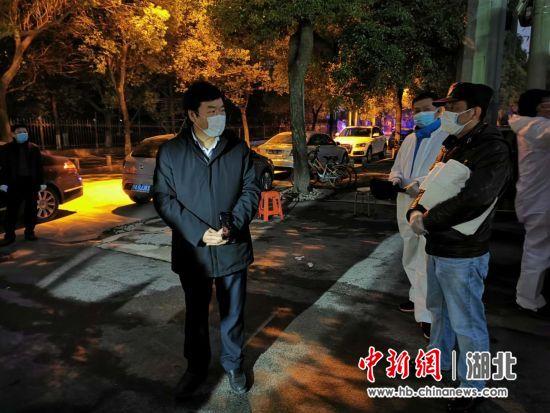 湖北省委统战部副部长雷邦贵到值守点检查值班情况并慰问值班人员