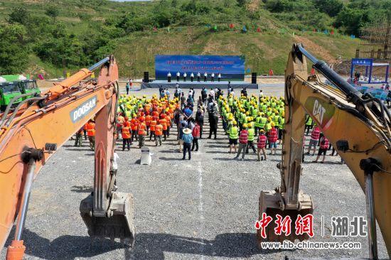 湖北宜昌环百里荒乡村振兴试验区40个项目开工