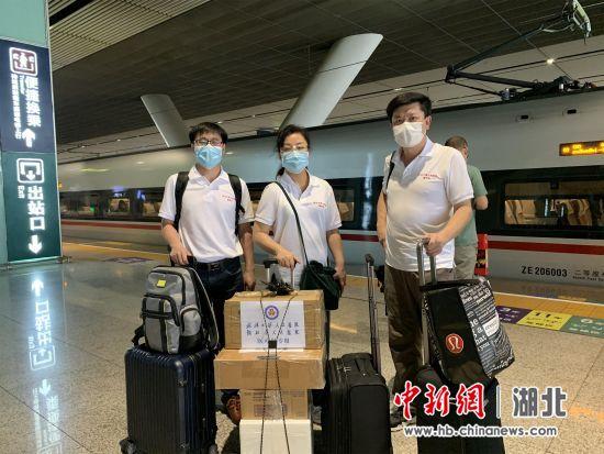 武大人民医院3名新冠病毒核酸检测专家驰援北京