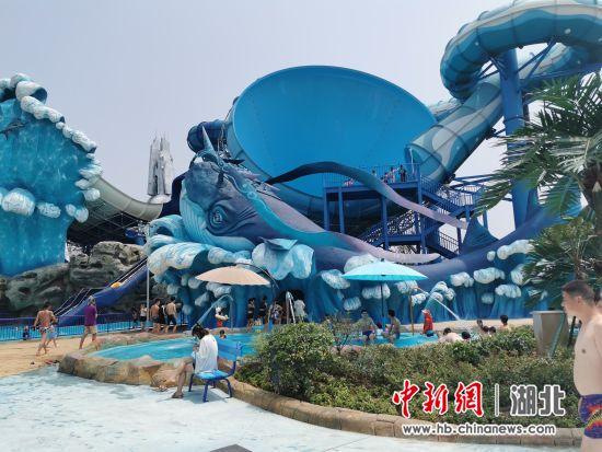襄阳华侨城奇梦海滩水乐园正式对外开放