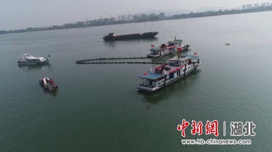 襄阳举办船舶防污染及水上搜救应急演练