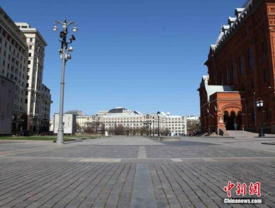 当地时间5月1日,莫斯科迎来一年一度的劳动节。受疫情影响,今年的莫斯科变得静悄悄的。市中心地段,几乎看不到行人。中新社记者 王修君 摄