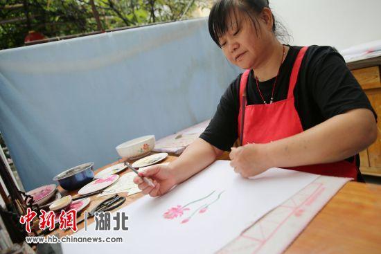 """郧西:易地扶贫搬迁""""迁""""出""""巧姐""""郑立菊"""
