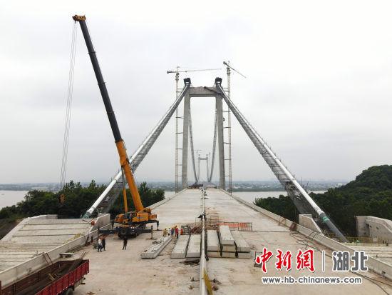 宜都长江大桥建设接近尾声 黄余洋摄