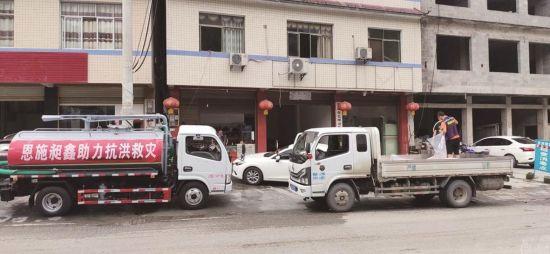 东风轻型车服务站积极参与抗洪救灾服务救援。