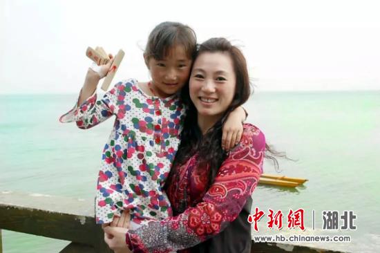 2009年,母女二人在梁子岛