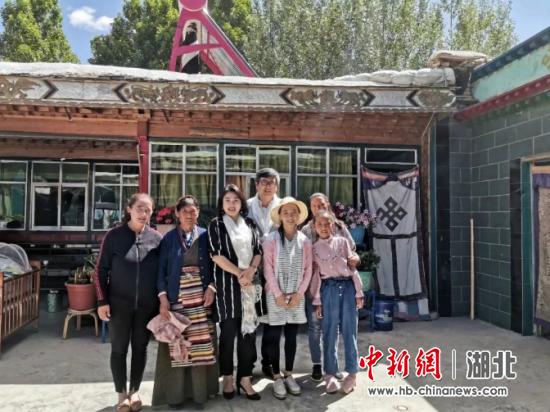 2019年6月6日,武汉妈妈和西藏姨妈两家人合影