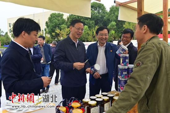 """首届三峡""""泥仓子""""农耕文化旅游节举行"""
