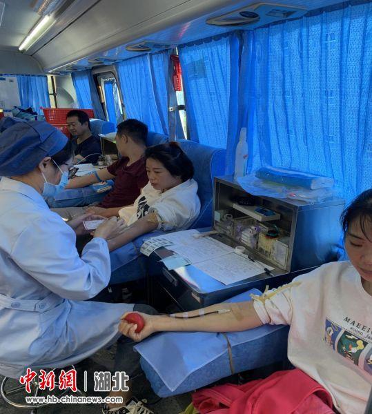 京山社区网格员积极参加无偿献血活动