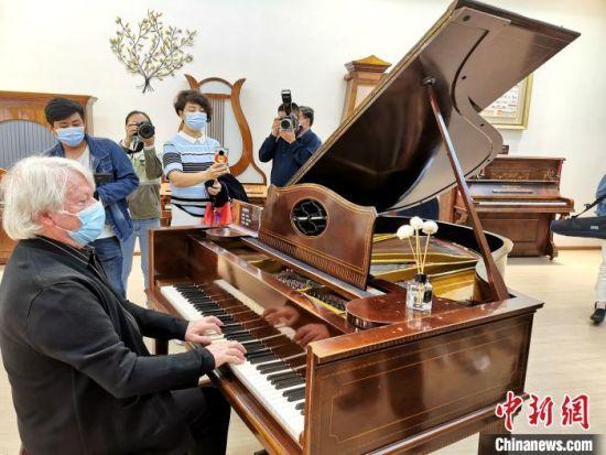 位于湖北宜昌的柏斯音乐集团钢琴展览馆 胡传林 摄