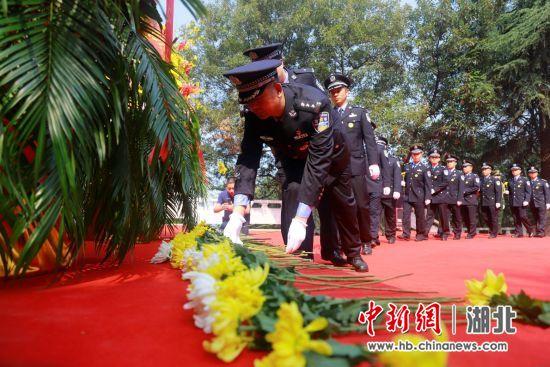 襄阳举行公祭仪式缅怀革命先烈