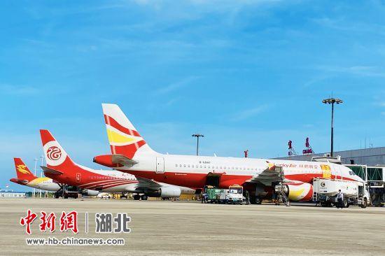 三峡机场黄金周共发送旅客7.8万人次