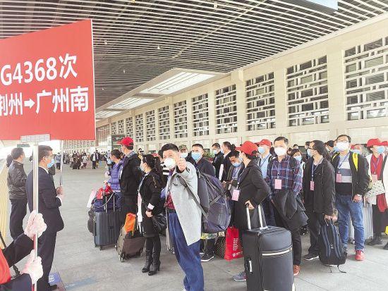 3月,广东组织专列接湖北务工人员返岗。 (湖北日报全媒记者 邓伟 摄)