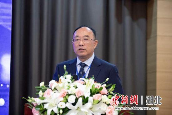 武汉商学院党委书记刘志辉在闭幕式上宣布应用型大学通识教育国际联盟成立