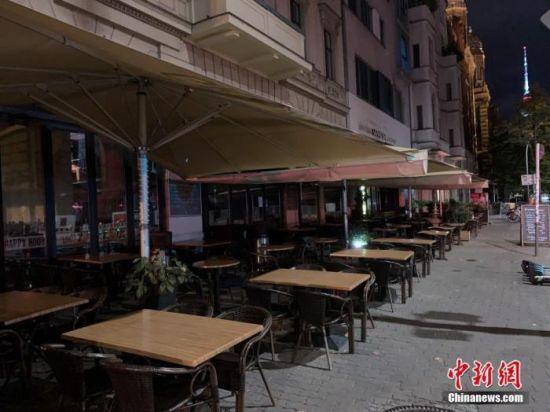 资料图:奥拉宁堡街一家酒吧。中新社记者 彭大伟 摄