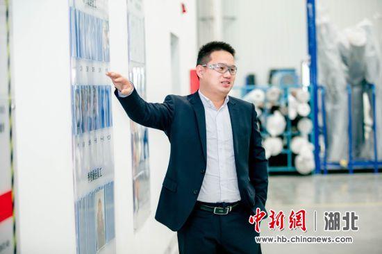 """丝涟中国武汉工厂厂长孙天星介绍坚守岗位的""""护梦英雄"""""""