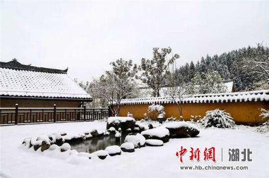 咸丰坪坝营:院落观雪如梦回仙境