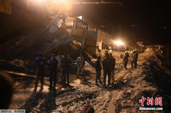 当地时间2月8日,印度冰川断裂后,救援队连夜搜救。据报道,当地冰川断裂造成的死亡人数已升至26人。