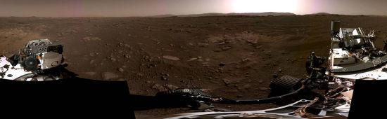 """图为NASA发布的火星""""毅力号""""360度全景图。"""