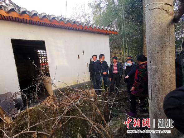 2021年2月19日,崔家坝镇人民调解委员会到斑竹园成功联调联处一起界址矛盾纠纷。
