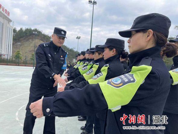 首期辅警培训班开展队列礼仪和团队融合训练