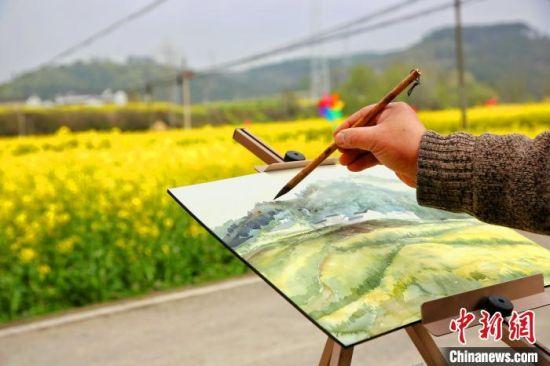 美丽乡村入画来。 王康荣 摄