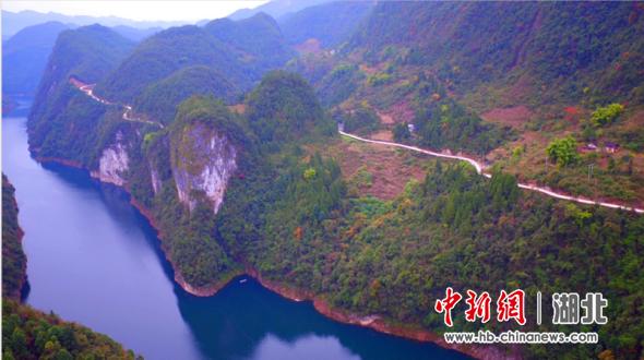 穿行在悬崖上的落龙公路 刘林供图