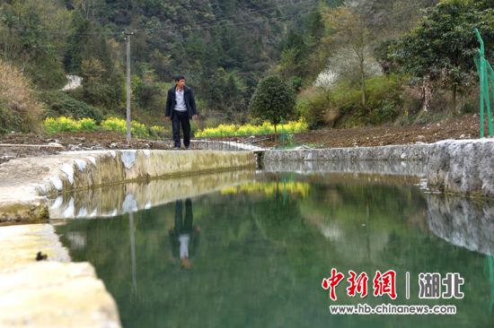 下角河泵站村民对水源地进行巡逻检查。 赵盛迷供图