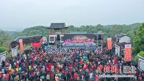 第五届青龙山文化艺术节开幕现场。周星亮 摄