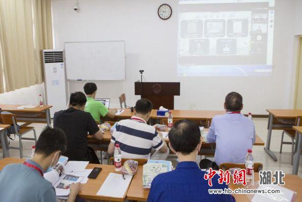 """第十一届""""三创赛""""湖北省赛中级赛小组答辩现场"""