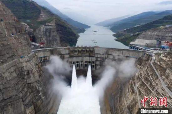 图为全球在建规模最大的白鹤滩水电站。 李嘉娴 摄