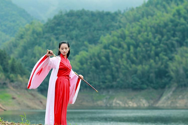 第二届湖北通城黄袍山古装美女摄影节 引金秋