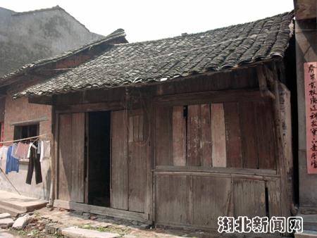 程集老街上的古民居临街均是木结构的商铺
