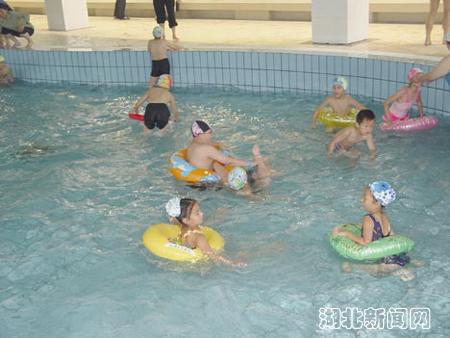 """十堰市游泳馆""""六一儿童节""""开馆(图)"""