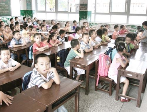 湖北新闻网武汉市江夏区小学一个班挤80个学墩大树小学图片