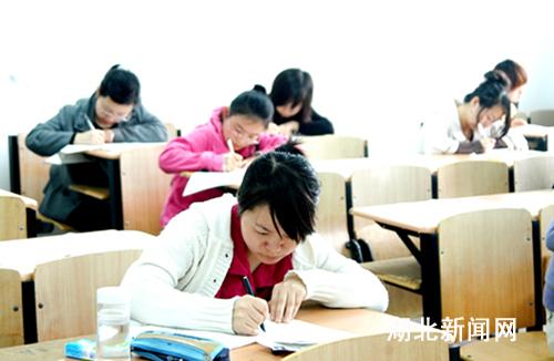 湖北新闻网 国家提高教师待遇 大学生热考教师