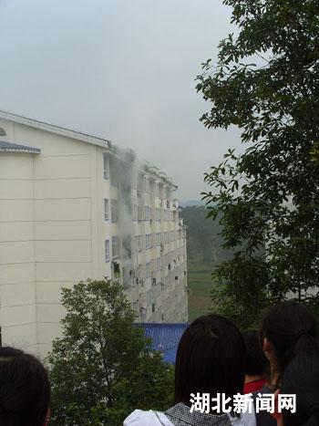 湖北民院学生宿舍发生火灾 无人员伤亡