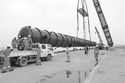 湖北新闻网 首个重大件装置运抵武汉 堪比中国