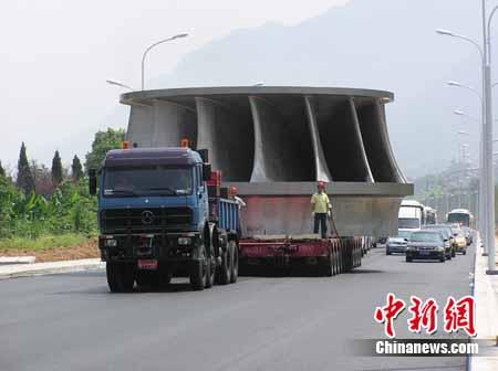 湖北新闻网三峡地下电站第27号机组转轮运抵金民灿视频图片