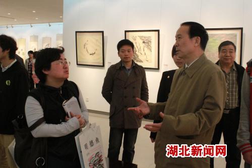 图文:中南民族大学展出朱明德画展