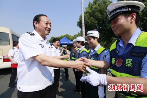 湖北新闻网 湖北省公安厅领导看望慰问一线执