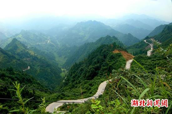 该镇建成首条通白岩山风景区的22公里高等级