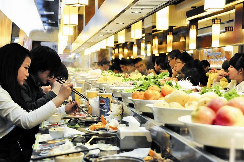 湖北新闻网 武汉市民自助餐消费趋于理性 选择